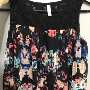 Pleated floral  crop top with lace top